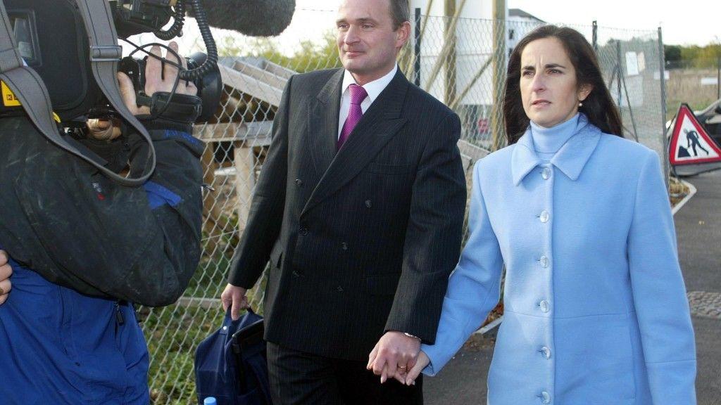 Charles és Diana Ingram épp egy bírósági tárgyalásra tartanak még 2003-ban (fotó: Chris Ison - PA Images/PA Images via Getty Images)