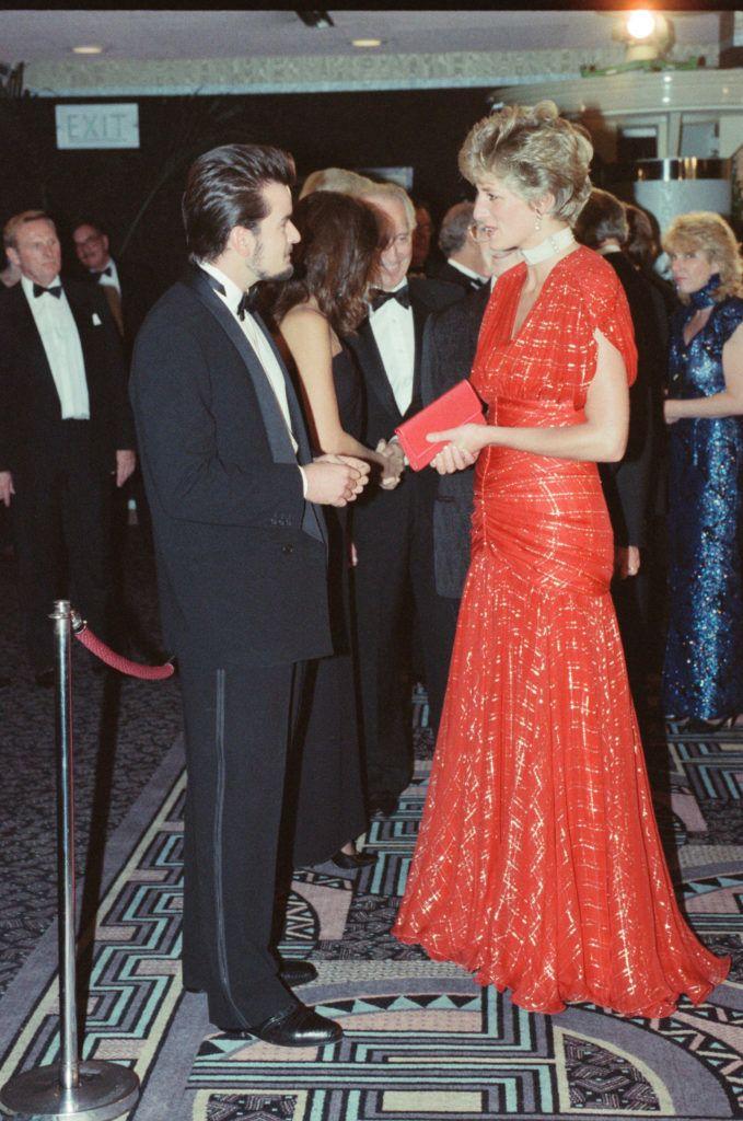 Diana hercegnő vörös ruhában