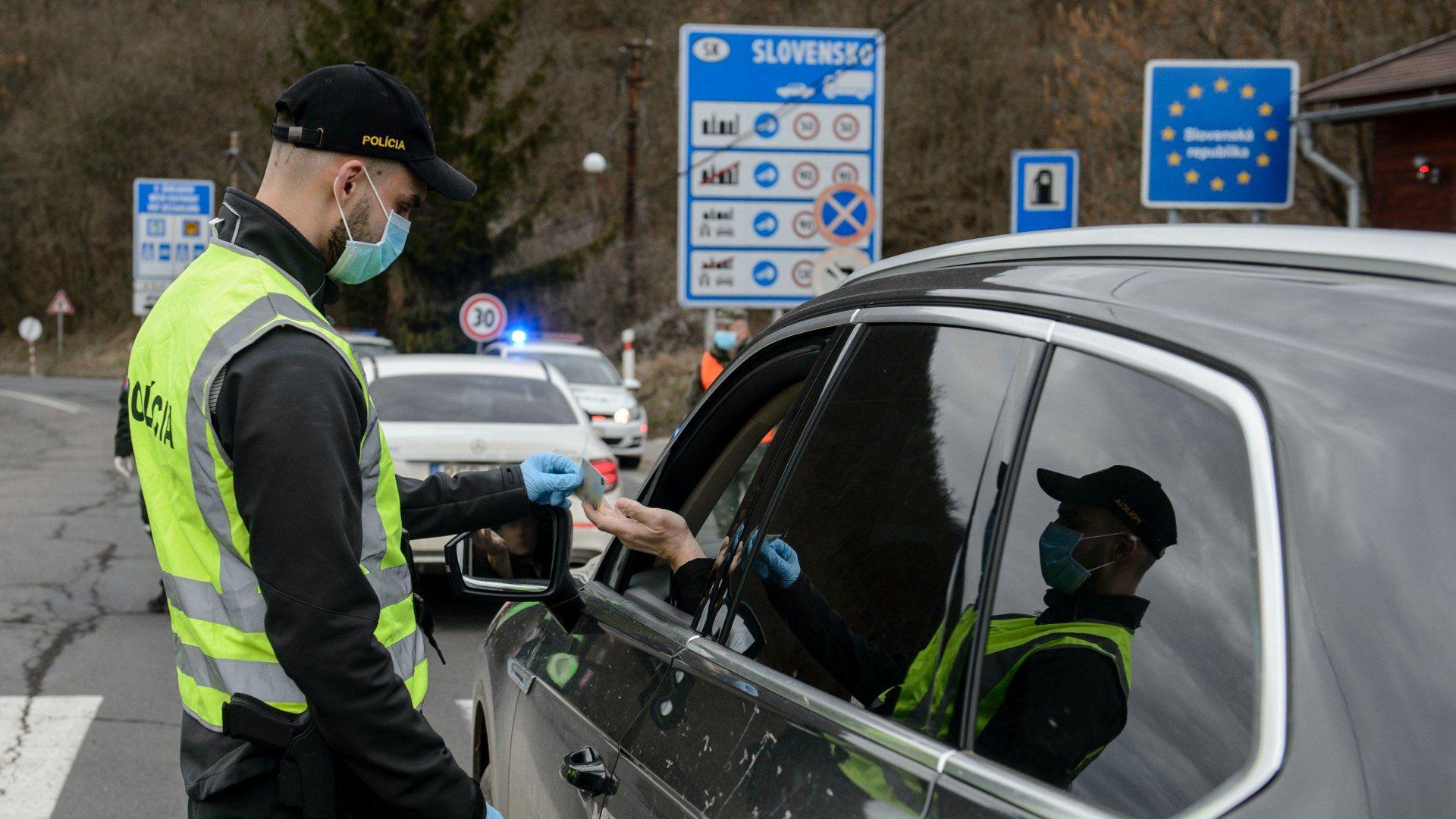 Határellenőrzés Szlovákiában a koronavírus miatt