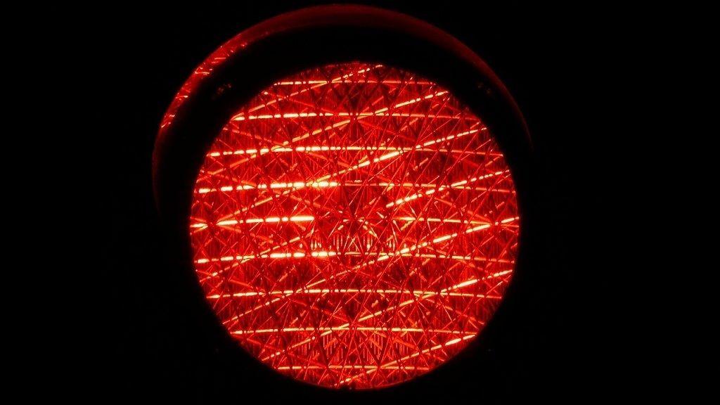 Piros lámpa - Fotó: Pixabay