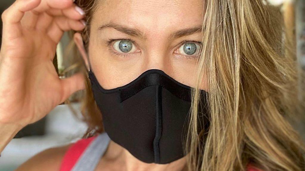 Jennifer Aniston a maszk viselése mellett kampányol