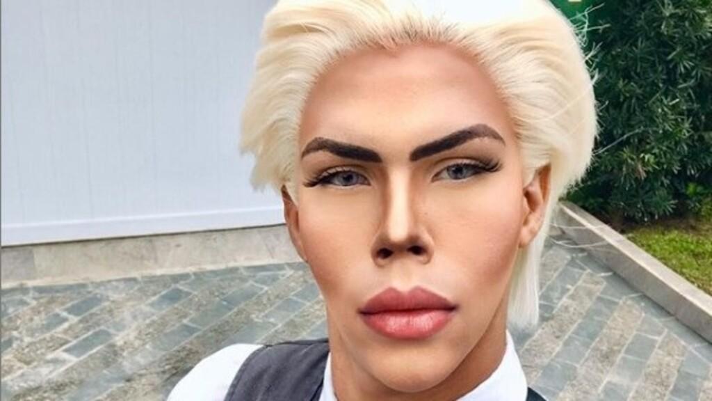 """Naponta négy órát tölt azzal Felipe, hogy """"a szépség istene"""" Ken babára hasonlítson"""