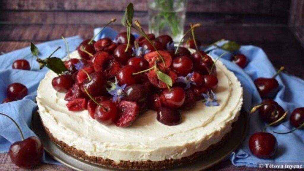 Cseresznyés-meggyes sajttorta pofon egyszerű receptje