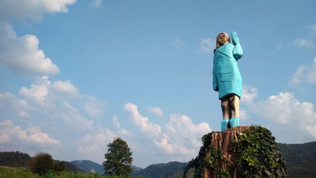 Valakik felgyújtották az amerikai first lady-t ábrázoló szobrot Szlovéniában