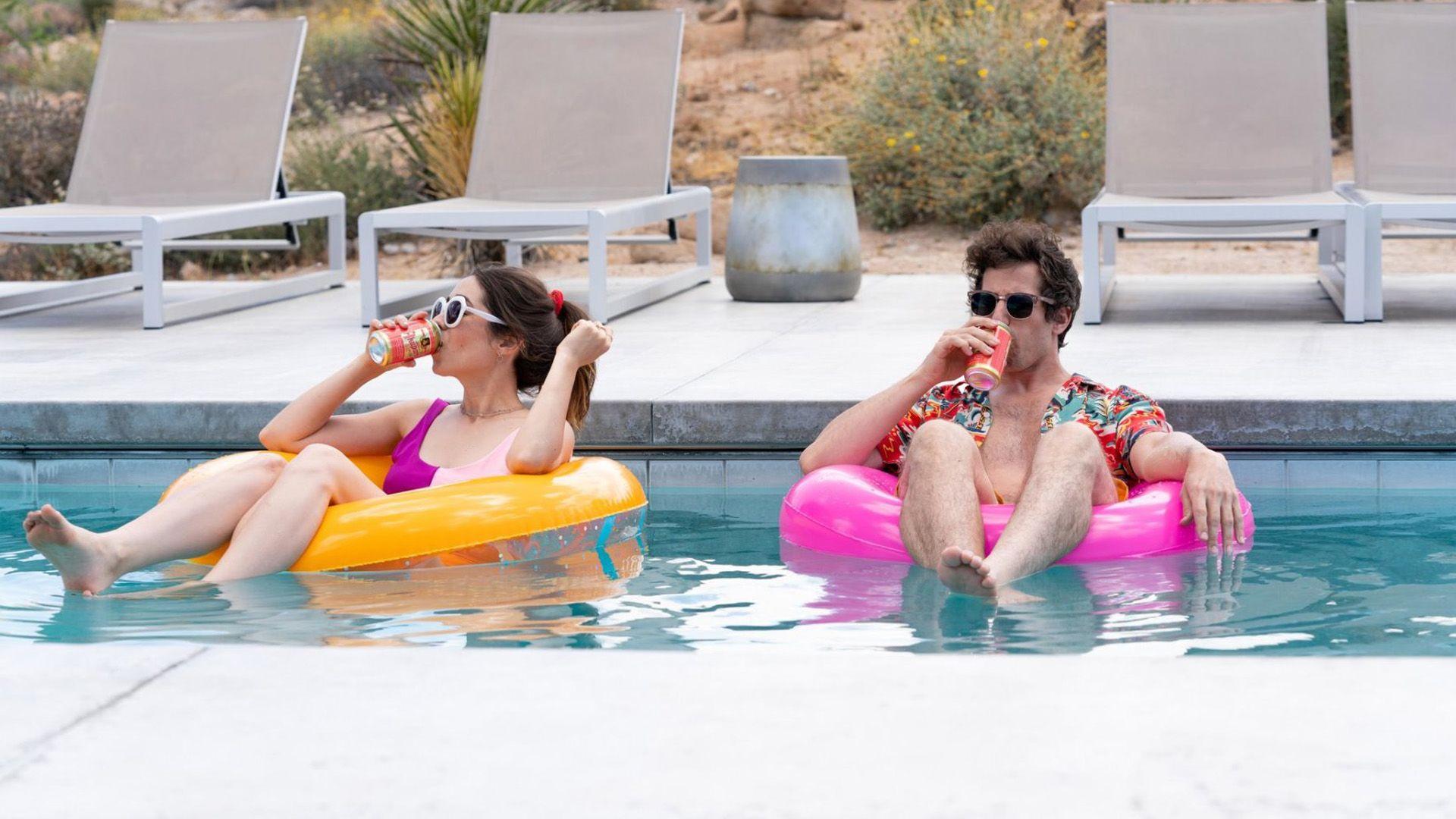 Titokban jött az év romantikus vígjátéka, a Palm Springs