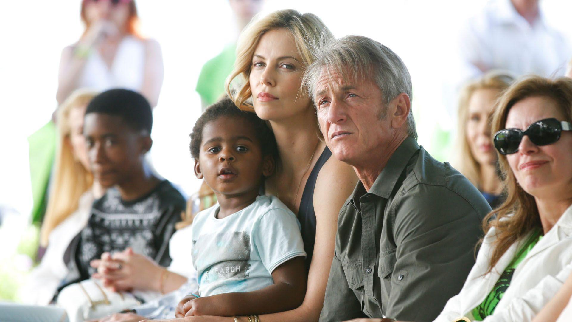 Charlize Theron és Sean Penn, a kis Jacksonnal