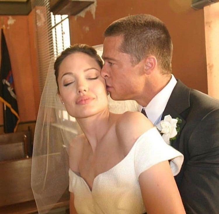 Az esküvőre Franciaországban a Miraval kúrián került sor