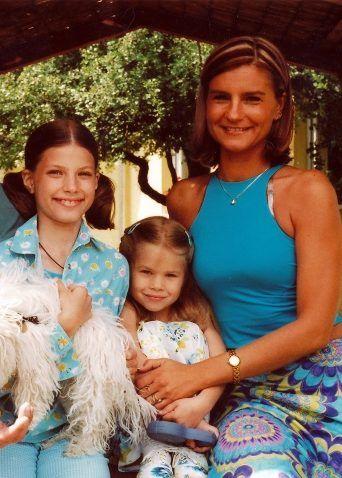 Stohl Luca és Stohl Rebeka az édesanyjukkal, Évával