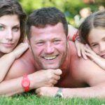 Stohl András a lányaival, Lucával és Rebekával 2008-ban