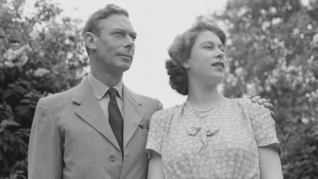 VI. György lányával, a későbbi II. Erzsébettel 1946-ban
