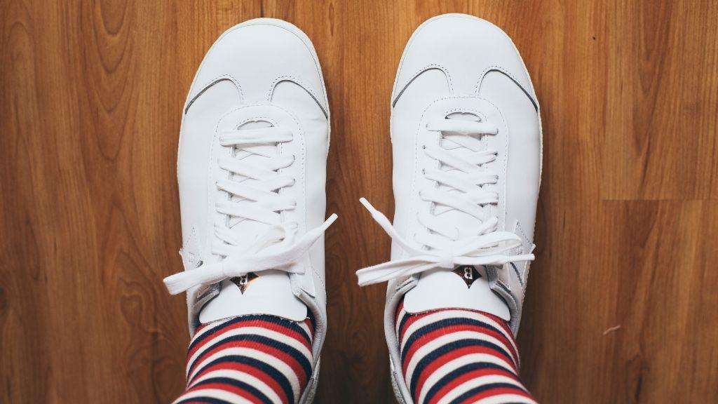 Figyelj oda, ha a fehér sneakert tisztítod!