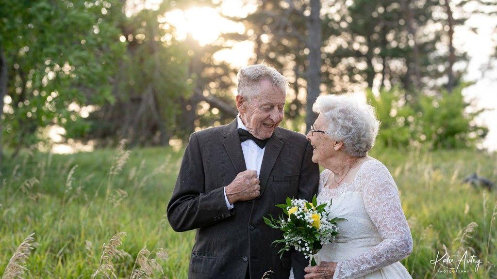 Marvin és Lucille Stone az eredeti esküvői ruháikban 60 évvel később (fotó: Katie Autry)