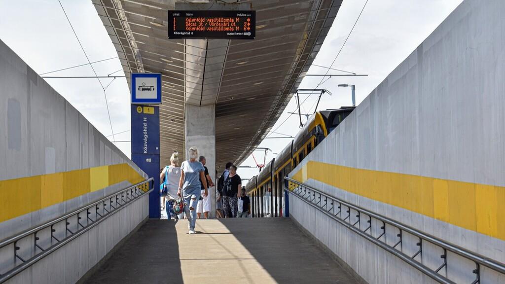 Hetekig pótlóbuszok lesznek a budapesti 1-es villamos vonalán