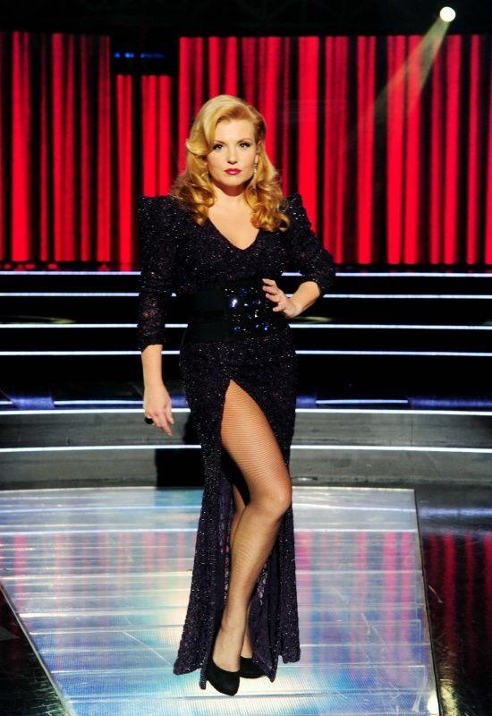 Liptai Claudia fekete ruhában