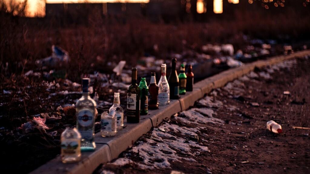 Elhanyagolta és veszélyeztette 4 gyermekét az alkoholista pécsi házaspár