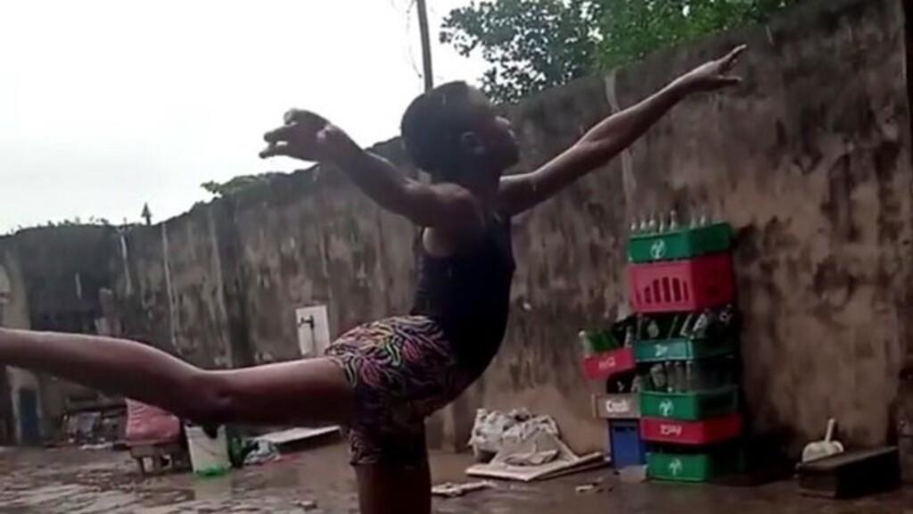 Esőben, mezítláb balettozott a nigériai fiú, ajánlottak neki egy ösztöndíjat egy New York-i iskolába