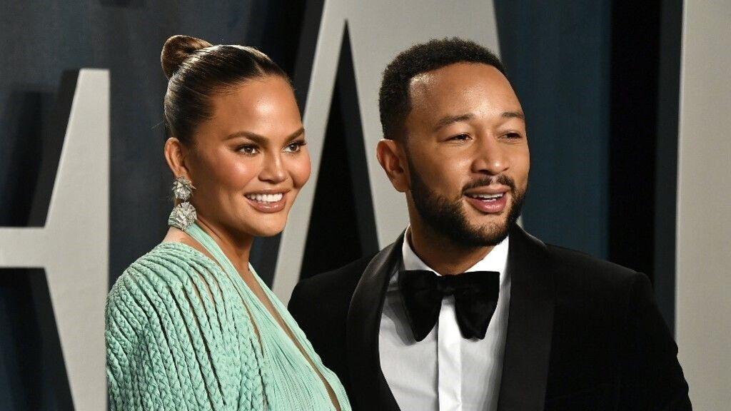 Videoklipben jelentette be John Legend, hogy újra babát várnak Chrissy Teigennel