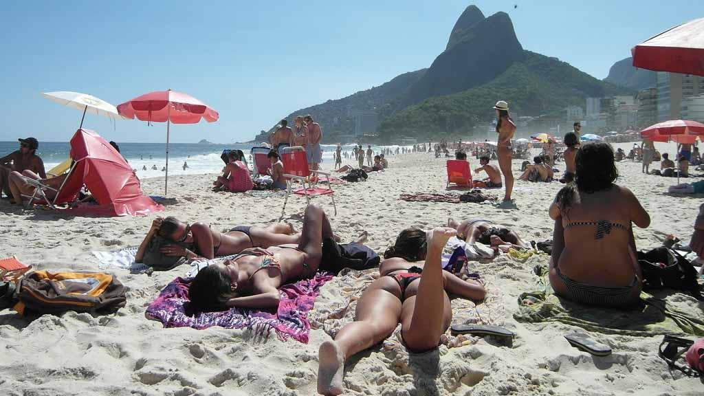 Életkép egy átlagos napon a Copacabanán. Na, ez most nem lesz ilyen egyszerű / Fotó: Pixabay