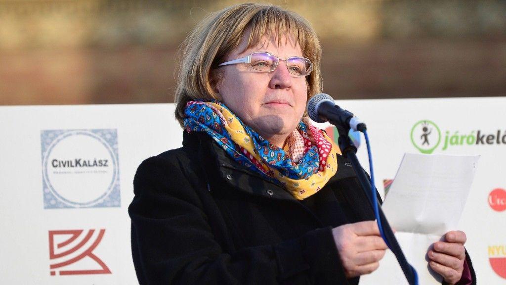 L. Ritók Nóra egy 2017-es tüntetésen (fotó: MTI/Marjai János)