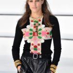 Kereszt medálos nyaklánc - Chanel