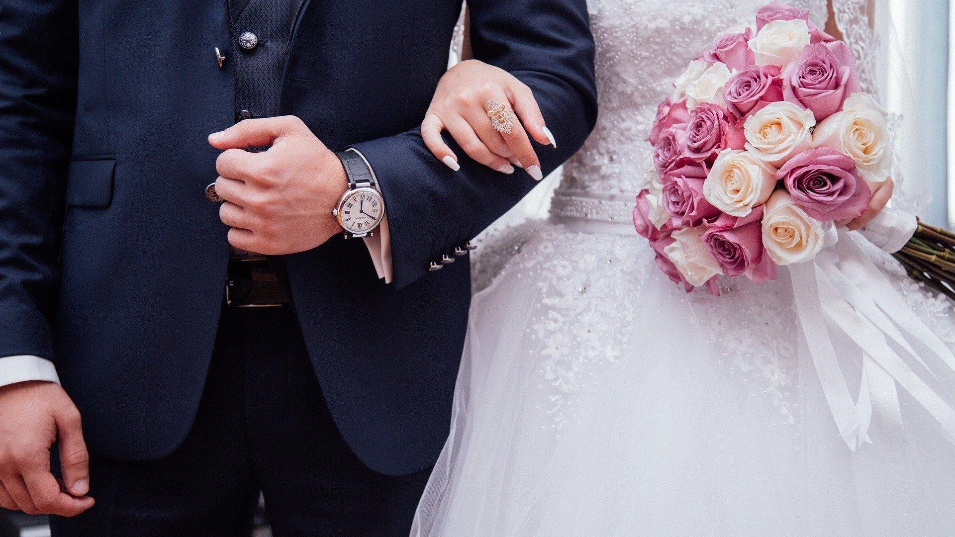esküvő ifjú pár menyasszony vőlegény