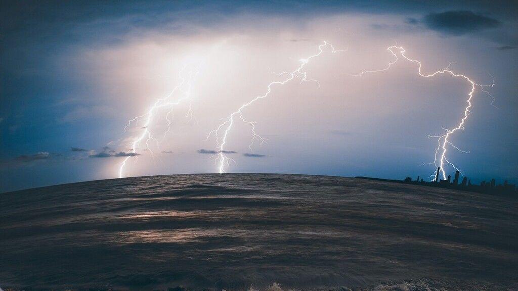 Szerdán is intenzív esőzés, felhőszakadás lesz