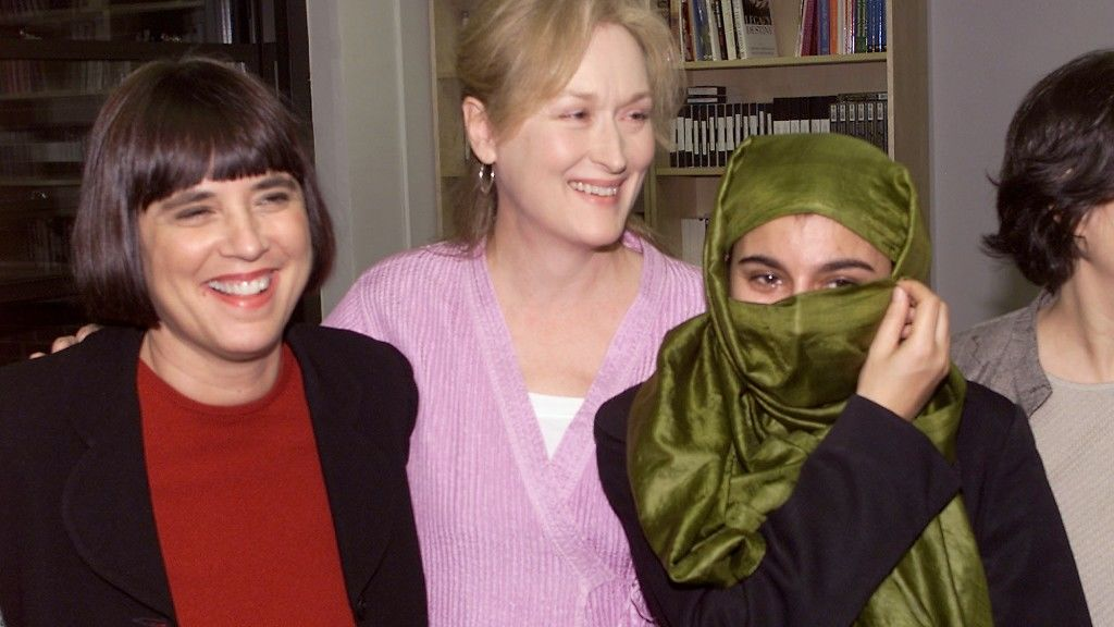 Eve Ensler, Meryl Streep és Saba Sahar egy 2001-es konferencián (fotó: Scott Gries/ImageDirect)