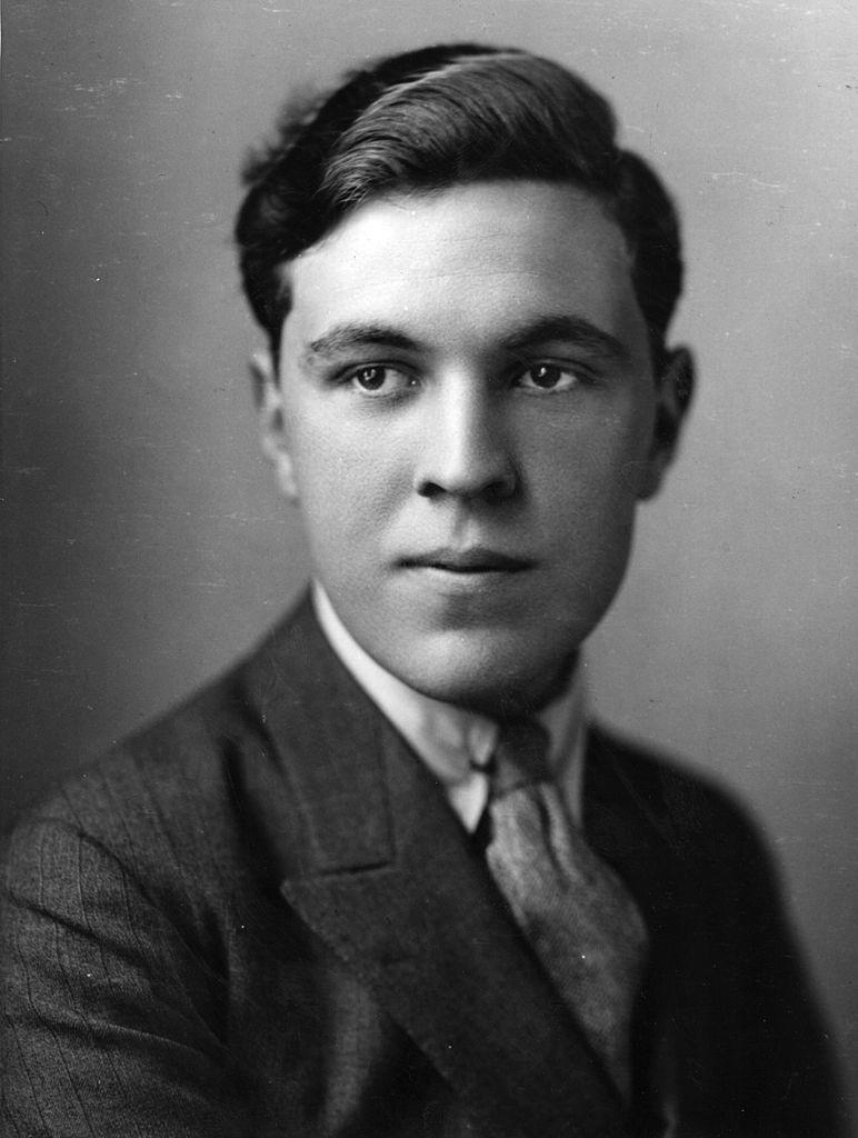 A fiatal Norman Hartnell