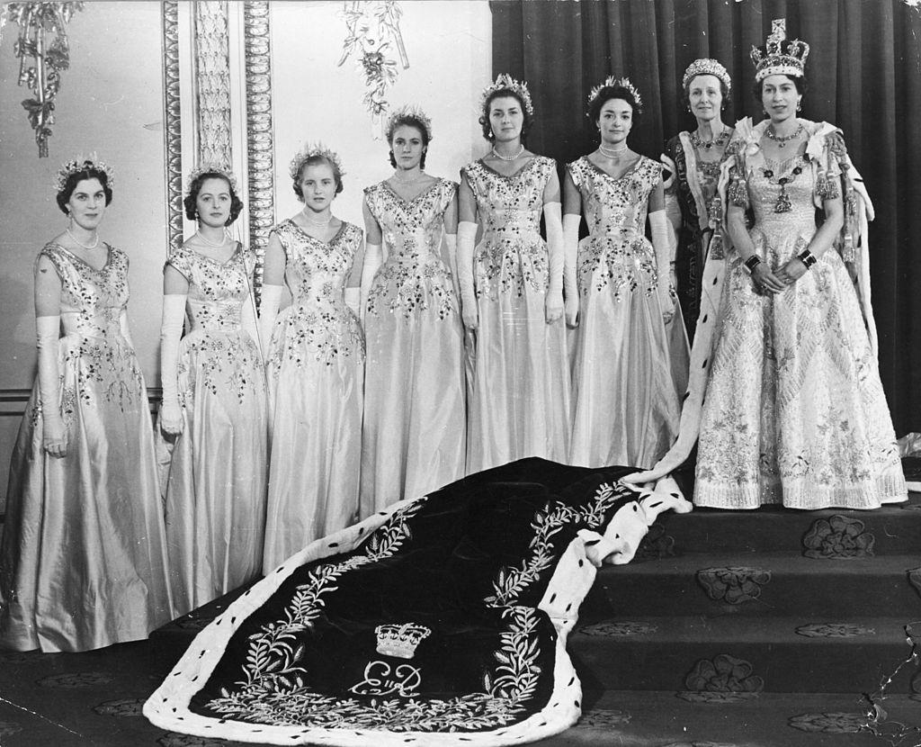 II. Erzsébet és udvarhölgyei