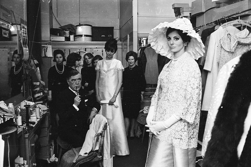 Divatbemutatóra készülődve, 1965-ben