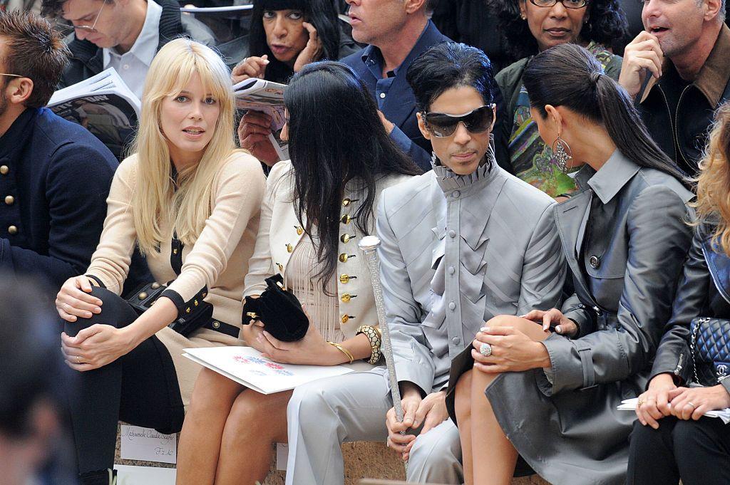 A Chanel 2010-es tavaszi-nyári divatbemutatóán a párizsi divathéten