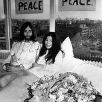 John Lennon és Yoko Ono az ágyban