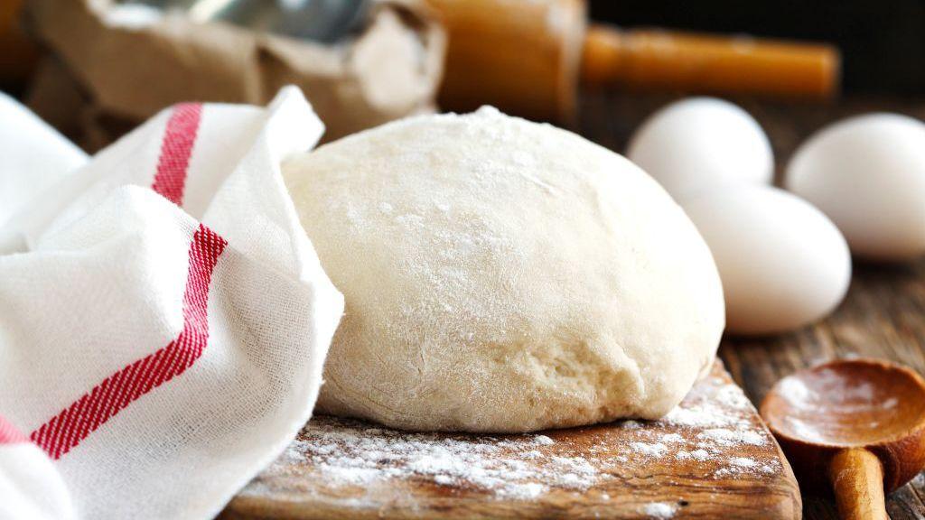 Pizzatésztát otthon se nehéz készíteni, és uzsonnára is remek (Fotó: GettyImages)