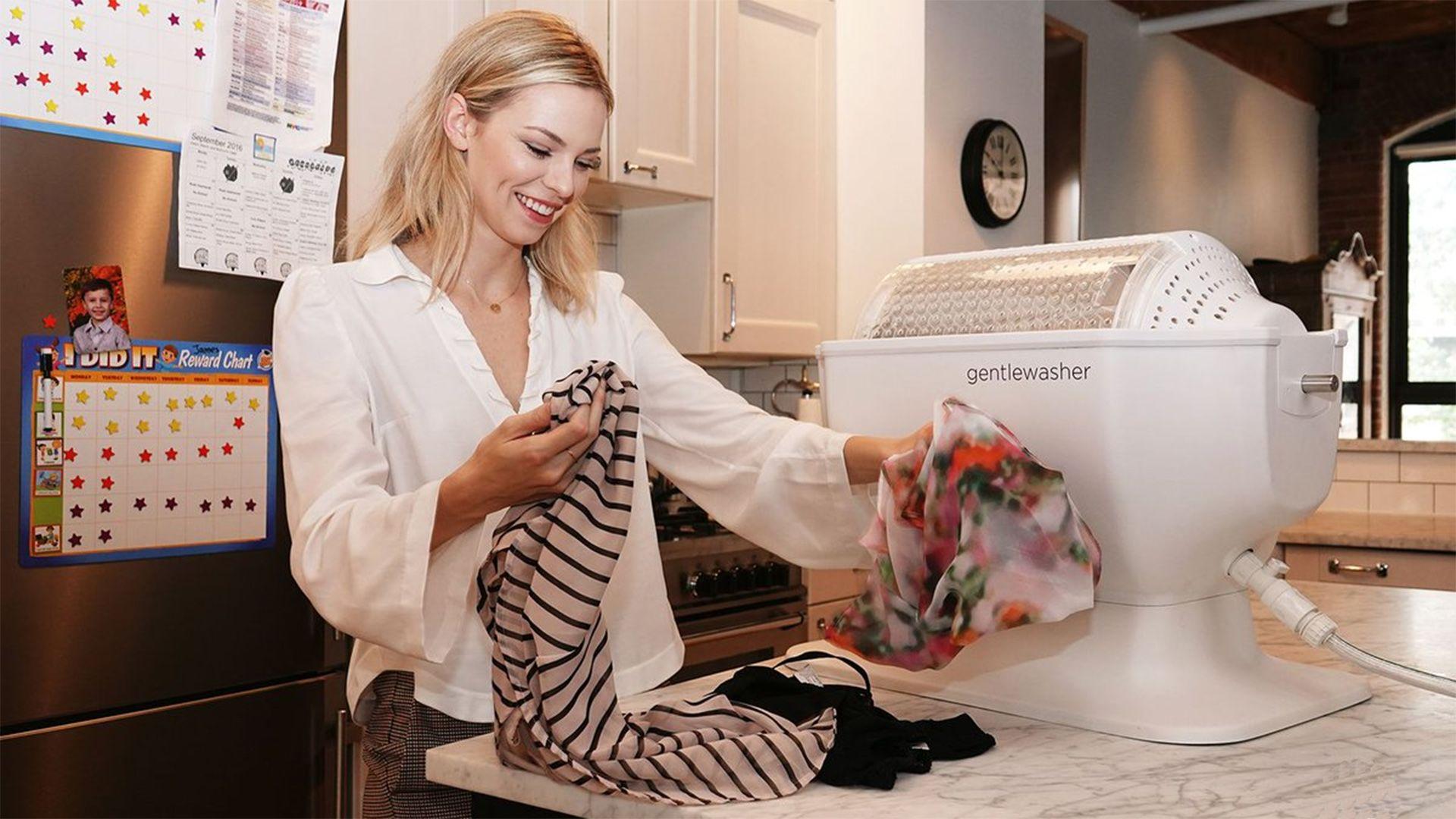A gentlewasher kurblis mosógép a modern technológiát keresztezi a régi idők módszerével