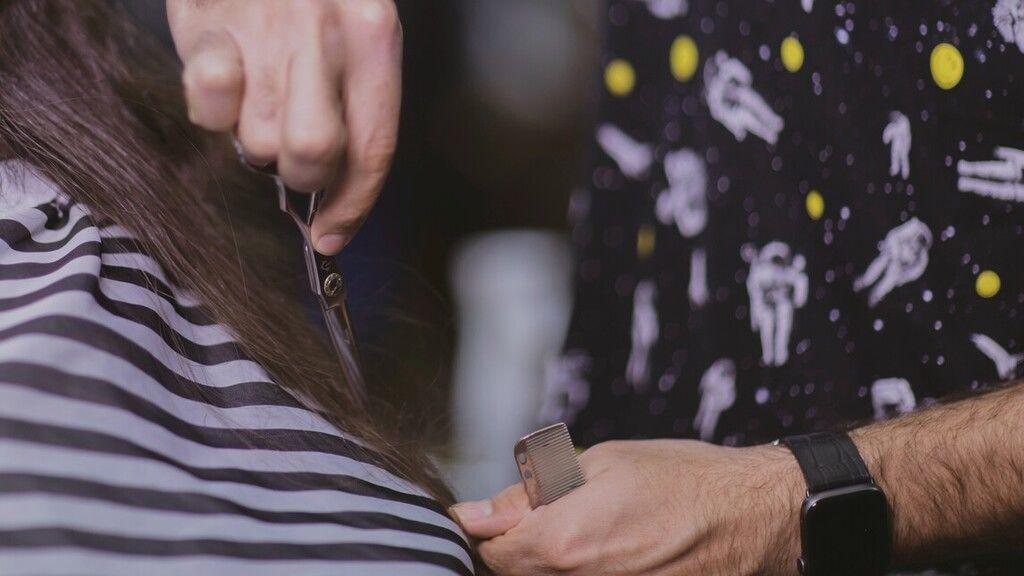 Élete első hajvágására készül a 9 éves fiú, hogy beteg gyerekeken segítsen