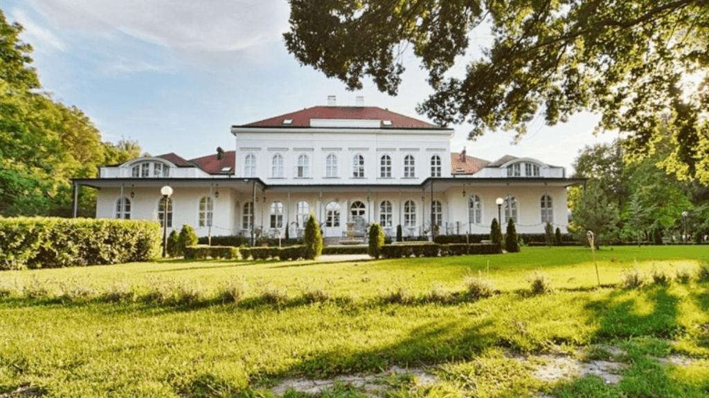 Luxuskastély Öttevényben - Fotó: Ingatlanbazár.hu