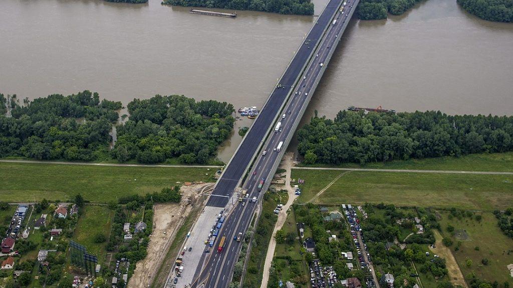 Az M0 autópálya déli szektorának bővítéséhez épült új, 770 méter hosszú hárosi Duna-híd - Fotó: MTI