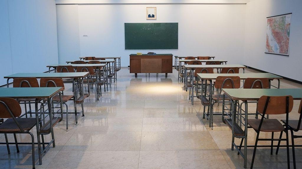 Sokan nem alkalmasak iskolaőrnek.