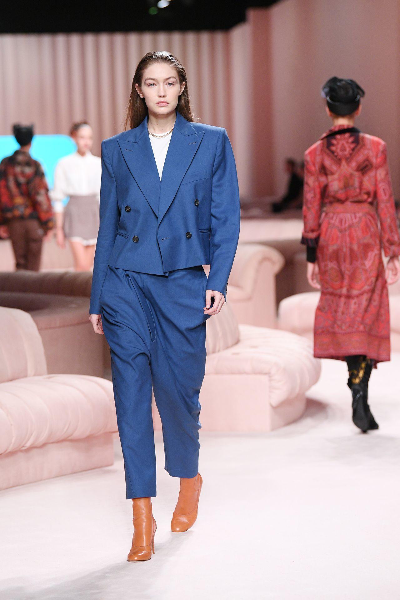 kék Fendi nadrágkosztüm