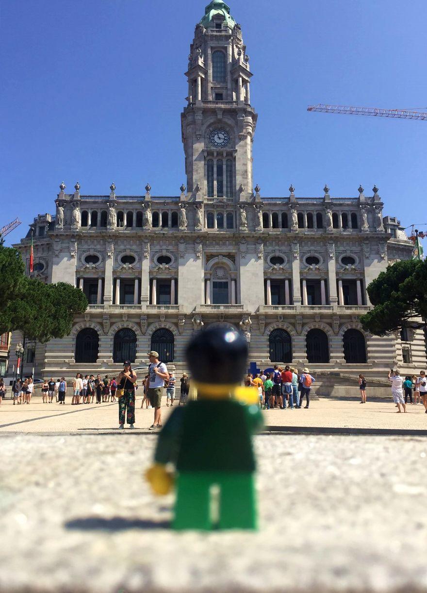 Nem vihette a barátját Portugáliába, LEGÓ-figurával helyettesítette
