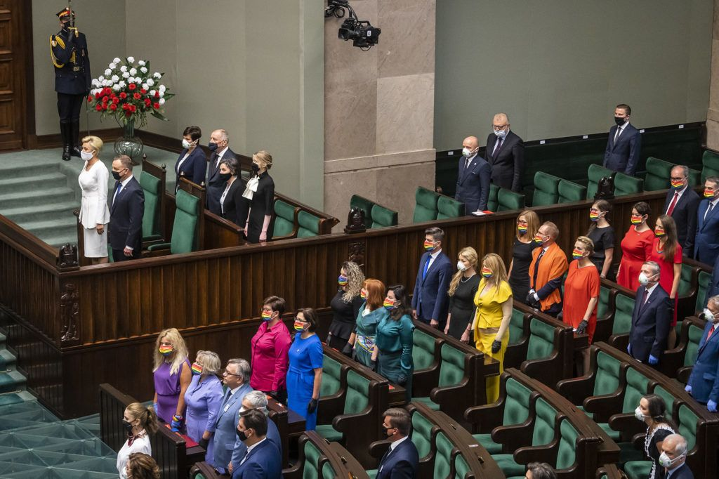 Andrzej Duda homofóbiája ellen tiltakoznak a lengyel parlament képviselőnői (Fotó: Wojtek Radwanski / AFP)