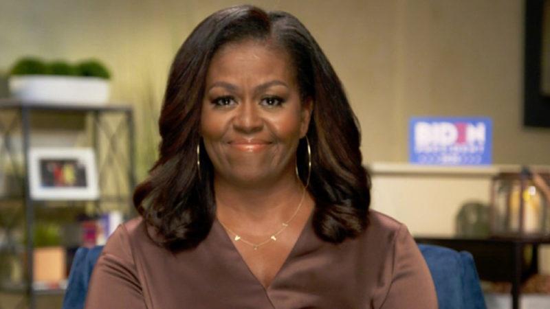 Milliók látták Michelle Obama beszédét, Nanushka ruhában mondta el beszédét, melyben nem kímélte Donald Trumpot.