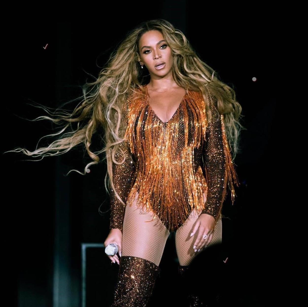 Beyoncé fonott hajjal