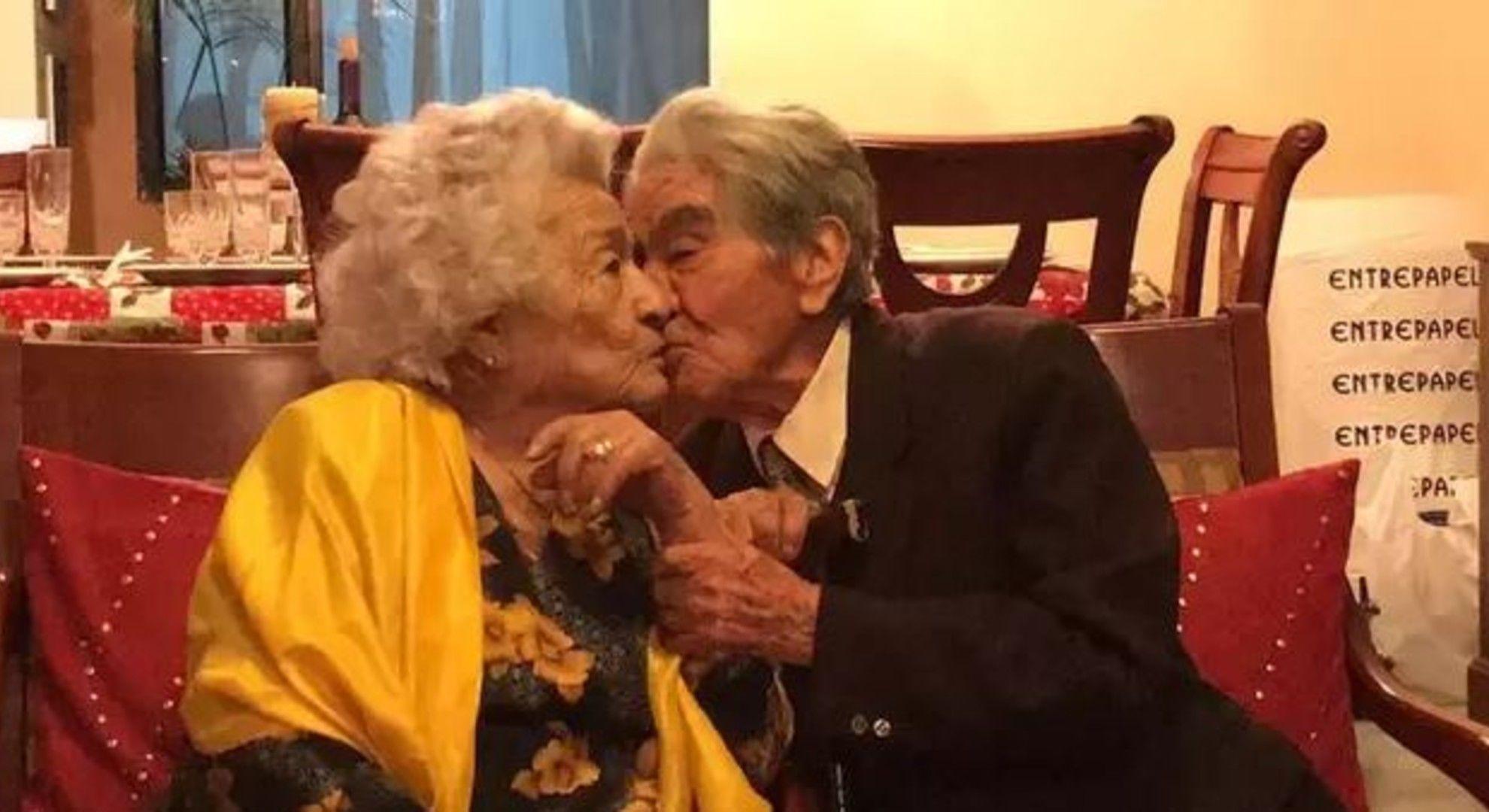 Együtt 214 évesek az idős szerelmesek