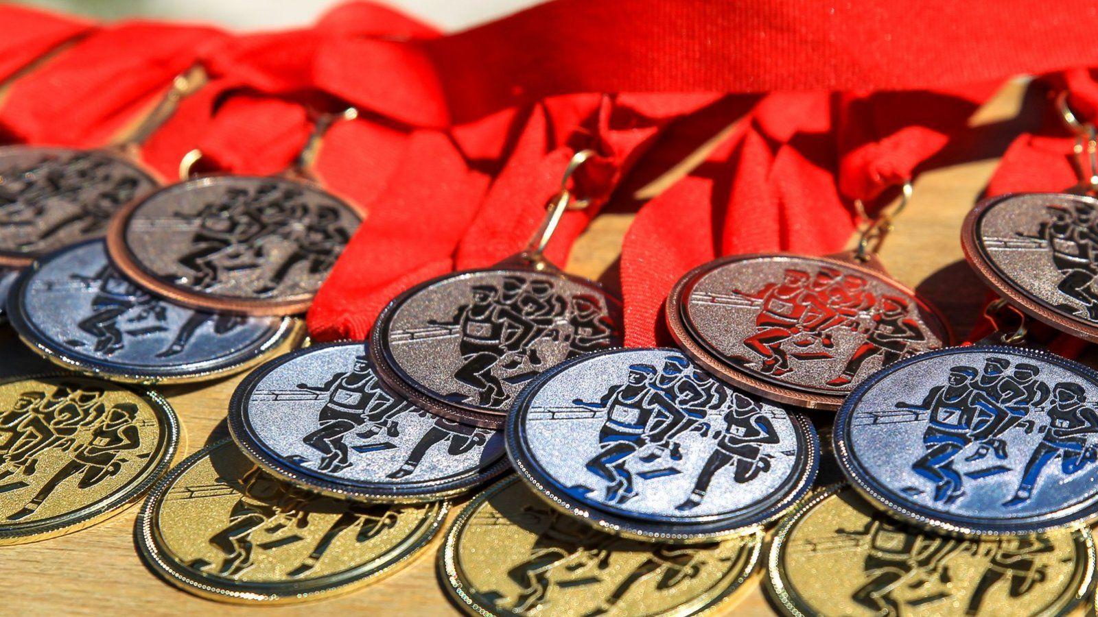 Érmek a 37. Tatai Minimaraton és Félmaraton futóversenyen