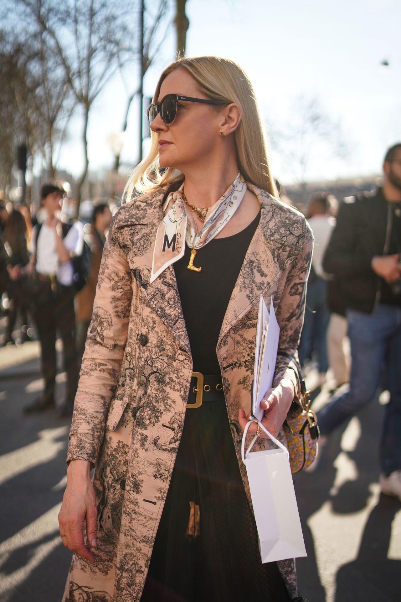 Street style: kabátmintaként is jól mutat a toile de Jouy.