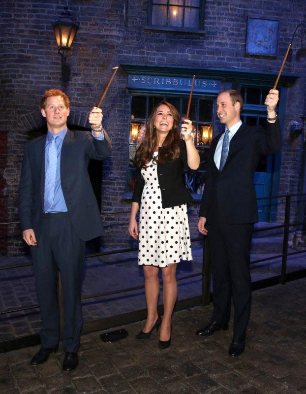 Katalin, Vilmos és Harry a leavesdeni Warner Bros Stúdióban, 2013 áprilisában