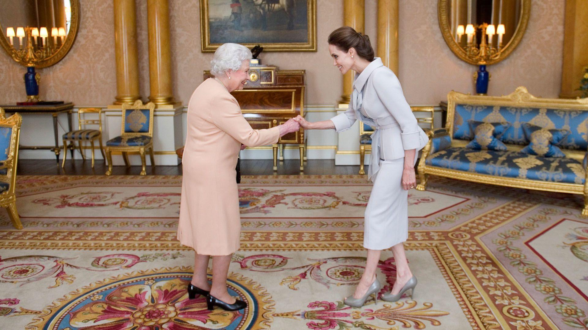 Titkos ajtók, arany csodák II. Erzsébet palotáiban