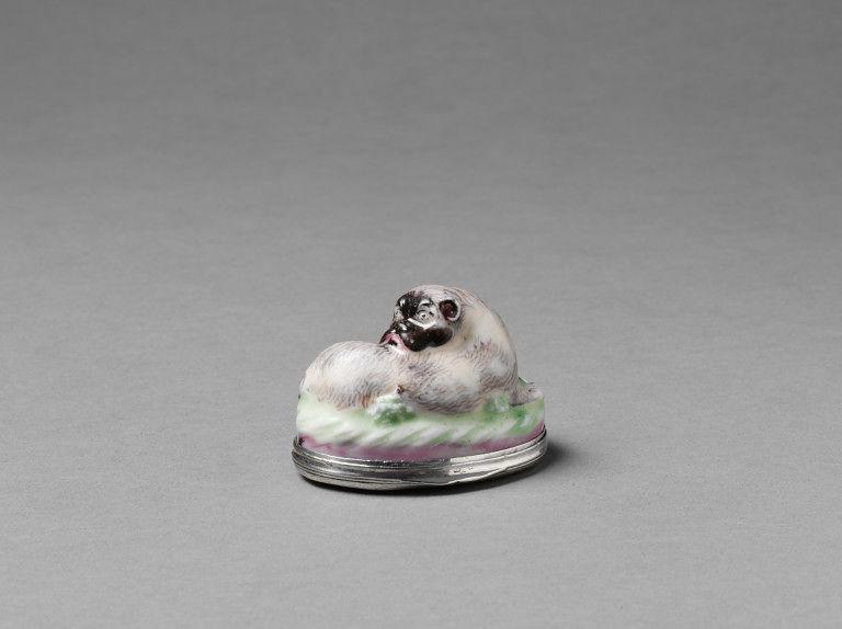 Tubákosszelence Mennecy porcelánból (fotó: collections.vam.ac.uk)