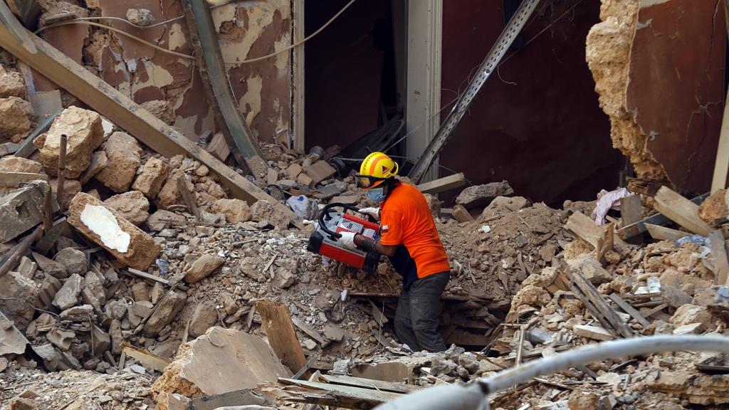 Életjeleket véltek felfedezni a romok alatt Bejrútban.